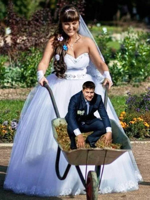 Russian wedding – creative photos of bride and groom